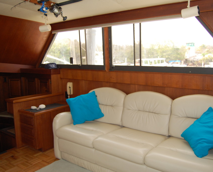 Interrior Bar Four Charter Yacht